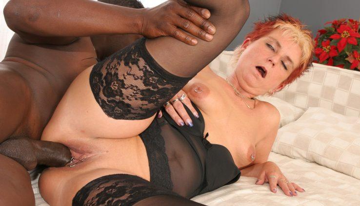 Lesbian milf recruiter